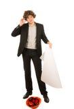 Junger Architekt, der eine gelockte braune Perücke trägt lizenzfreie stockbilder