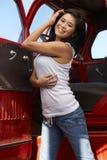 Junger asiatischer Schönheits-Rot-LKW Stockfotos