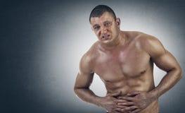 Junger athletischer Mann in den Schmerz stockfoto