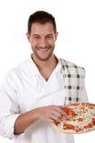 Junger attraktiver Chefmann, Pizza lizenzfreies stockbild