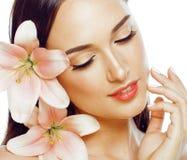 Junger attraktiver Damenabschluß oben mit den Händen auf Gesicht lizenzfreies stockbild