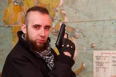 Junger bärtiger Terrorist stockfoto