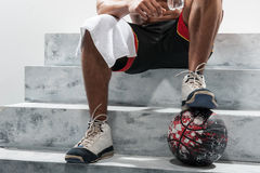 Junger Basketball-Spieler nach Training Lizenzfreie Stockbilder