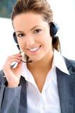 Junger behilflicher Bediener mit Kopfhörer stockbild