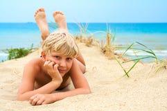 Junger blonder Junge Stockfoto