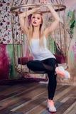 Junger blonder Mädchenfrauen-Eignungstrainer Lizenzfreie Stockfotos