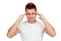 Junger blonder Mann mit Kopfschmerzen Stockbild