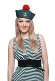 Junger blonder weiblicher Seemann, der in ihrer Uniform aufwirft Lizenzfreies Stockbild