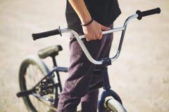 Junger BMX Fahrradmitfahrer Lizenzfreie Stockfotos