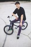 Junger BMX Fahrradmitfahrer Lizenzfreie Stockbilder