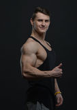 Junger Bodybuilder Lizenzfreie Stockfotos