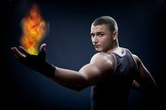 Junger Boxer mit Feuer Stockfotografie
