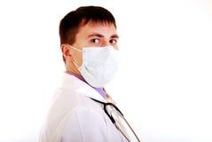 Junger Doktor bei der Arbeit. lizenzfreie stockfotos