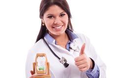 Junger Doktor, der Arbeit erledigt Lizenzfreie Stockfotos