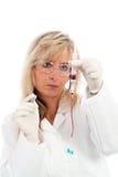 Junger Doktor mit einer Blutprobe Lizenzfreies Stockfoto