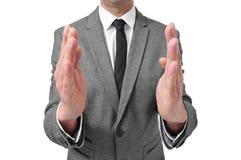 Junger dynamischer indischer Geschäftsmann, Yuppietyp, Größe, Grösse oder Geringfügigkeit mit seinem Finger und Daumen, mit einem Stockfotografie