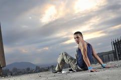 Junger entspannender Mann Lizenzfreie Stockfotos
