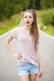 Junger erwachsener attraktiver sexy und Sinnlichkeit schöner Brunette wo Lizenzfreie Stockfotografie