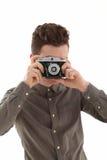 Junger erwachsener Mann mit olf Filmkamera Stockfotografie