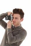 Junger erwachsener Mann mit olf Filmkamera Stockfoto