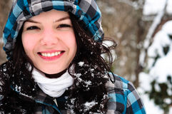 Junger Erwachsener am Winter lizenzfreies stockbild