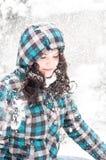 Junger Erwachsener am Winter lizenzfreie stockfotografie