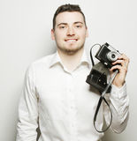 Junger Fotograf über weißem Hintergrund Stockfotografie