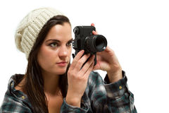 Junger Fotograf schaut durch Kamerasucher Lizenzfreie Stockfotografie