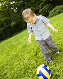 Junger Fußball-Spieler Lizenzfreie Stockfotografie