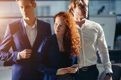 Junger Geschäftsmann With Business Team Lizenzfreie Stockfotografie