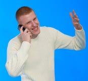 Junger Geschäftsmann, der auf Handy spricht Lizenzfreie Stockbilder