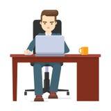 Junger Geschäftsmann, der bei Tisch mit Laptop auf weißem backgrou arbeitet Lizenzfreies Stockfoto