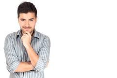 Junger Geschäftsmann, der Kamera betrachtend denkt Stockfotografie