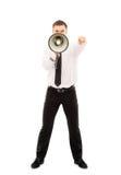 Junger Geschäftsmann, der mit einem Megaphon schreit Stockbild
