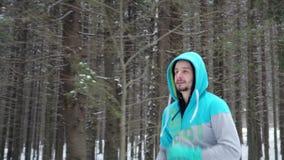 Junger Geschäftsmann, der sein Training tut stock video footage