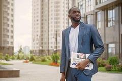 Junger Geschäftsmann in Erwartung der schlechten Nachrichten Stockfotos