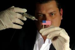 Junger Geschäftsmann gibt eine Finanzeinspritzung nach Vereinigte Staaten f Stockfotografie