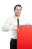 Junger Geschäftsmann mit dem roten unbelegten Zeichenlächeln Stockbilder