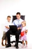 Junger Geschäftsmann mit seinem Sohn und Tochter Lizenzfreies Stockfoto