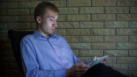Junger Geschäftsmann With Tablet Computer 1 stock video