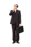 Junger Geschäftsmann tief im Gedanken Stockbilder