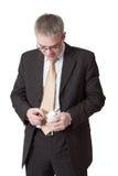 Junger Geschäftsmann zählt Geld Stockbilder