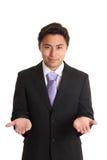 Junger Geschäftsmann in einem Anzug und in einer Bindung Lizenzfreies Stockfoto