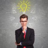 Mann umgeben mit Ideen Stockfotos