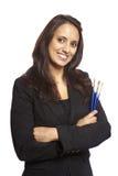 Junger Gesichtsmaler der erwachsenen Frau mit Pinseln Lizenzfreies Stockbild