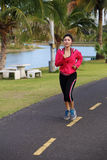 Junger gesunder asiatischer Frauenbetrieb Lizenzfreie Stockbilder