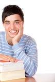 Junger glücklicher lächelnder männlicher Kursteilnehmer Lizenzfreies Stockfoto