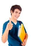 Junger glücklicher Student, der sich Daumen zeigt stockfotos