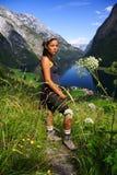 Junger glücklicher Wanderer Stockfoto