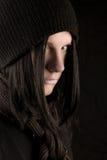 Junger goth Mann auf Schwarzem Lizenzfreies Stockfoto